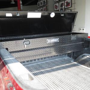 LUND 71 inches aluminum tool box 1 www.qcarogo.com